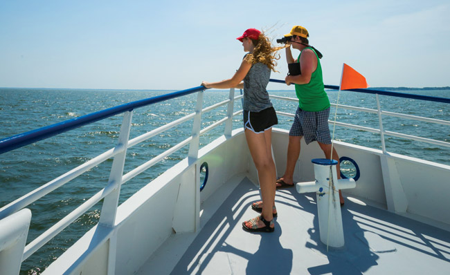 Rachel Pata '18 and Barrett Nicks '16 scan the Chesapeake Bay from the Tangier Island ferry.